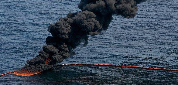 Quema del vertido en el Golfo de México