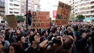 Ver vídeo  'La quinta jornada de protestas en Valencia lleva en marcha cinco horas'