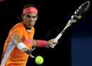 El tenista español Rafael Nadal devuelve la bola al australiano P