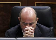 El ministro de economia luis de guindos durante el pleno del congreso