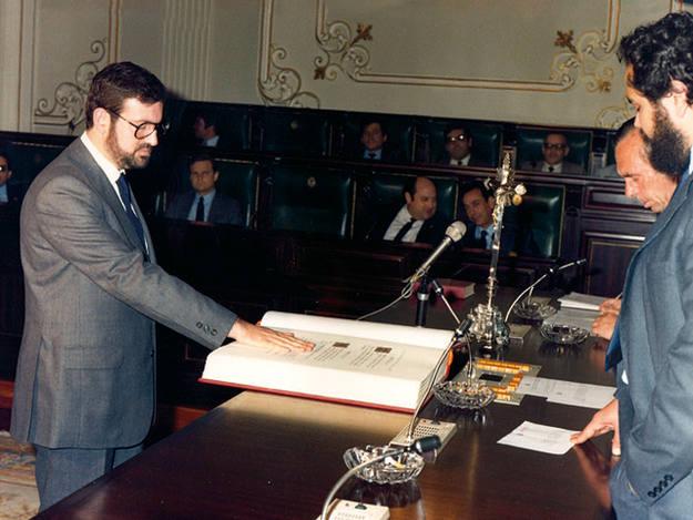 Rajoy comenzó en política en el parlamento gallego