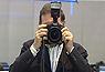 El presidente del PP, Mariano Rajoy, ha cogido una cámara y se ha puesto a hacer fotos en la visita