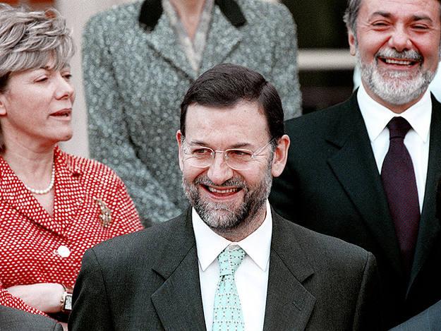 Rajoy en la foto de familia del Gobierno de Aznar en 2000