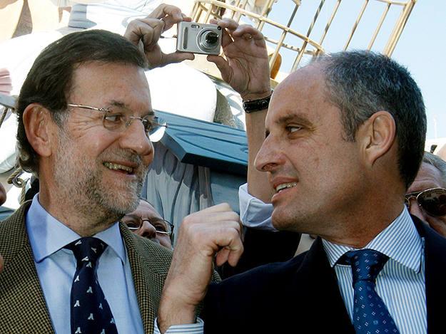 Rajoy, junto al ex presidente Camps, dimitido por el caso Gürtel