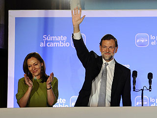 """Ver vídeo  'Rajoy promete desde el balcón un Gobierno """"en el que se sientan representados todos los españoles""""'"""