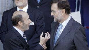 Ver vídeo  'Rajoy recibe por primera vez a Rubalcaba en la Moncloa'