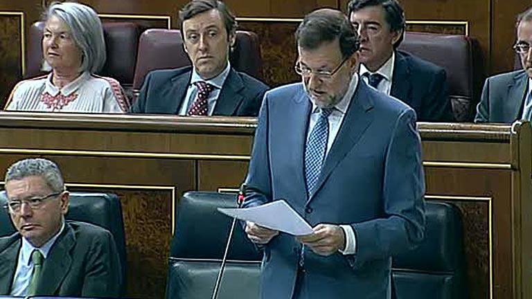 Rajoy y Soraya Rodríguez intercambian acusaciones sobre los recortes