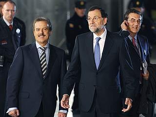 Ver vídeo  'Rajoy y Rubalcaba salen del Palacio de Congresos de Madrid'