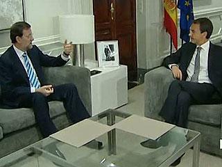 Ver vídeo  'Rajoy y Zapatero comienzan el traspaso de poderes con una reunión en La Moncloa'