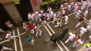 Ver vídeo  'Los rapidísimos Miura protagonizan un intenso segundo encierro'