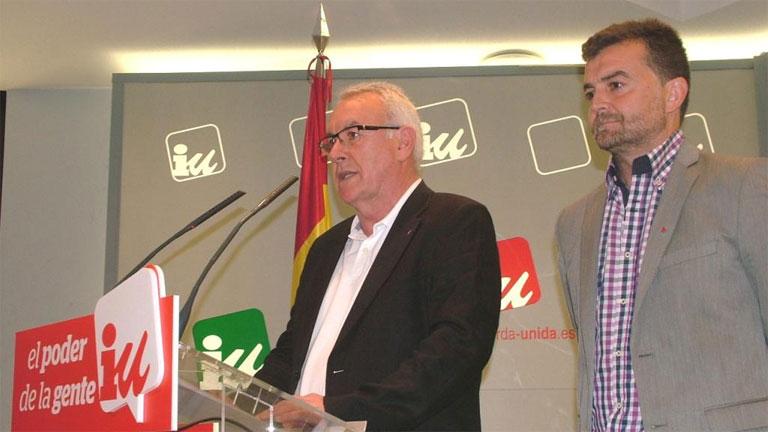 PP y PSOE agradecen al rey su dedicación mientras IU pide un referéndum entre monarquía y república