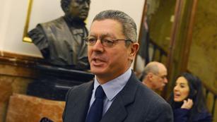 Ver vídeo  'Reacciones a la sentencia en el juicio al juez Garzón'