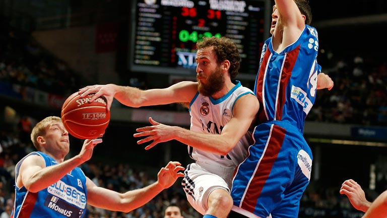 Real Madrid 90-75 Blusens Monbus