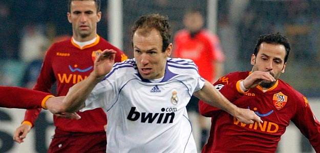 Real Madrid Robben challenges Giuly, Cassetti and Panucci during their Champions League first knockout round, first leg soccer match in Rome