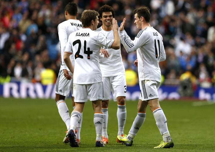Real Madrid's Bale is congratulated by his teammates Illarramendi and Pepe after scoring during their Spanish first division soccer match against Elche in Madrid