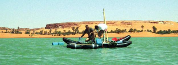 Recogida de sedimentos en el lago Yoa