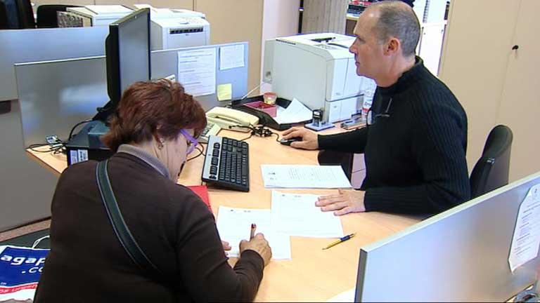 Los funcionarios seguirán con el sueldo congelado en 2013