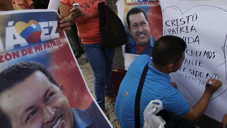 Cientos de chavistas festejan el regreso de Chávez