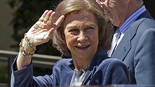 Ver vídeo  'La reina, Doña Sofía, visita al Rey en el hospital San José'