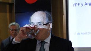 """Ver vídeo  'Repsol acusa a Argentina de """"derrumbar"""" la acción de YPF para expropiarla a precio de saldo'"""