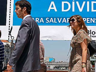 Ver v?deo  'El rescate obligará a Portugal a drásticos recortes para reducir el déficit público'