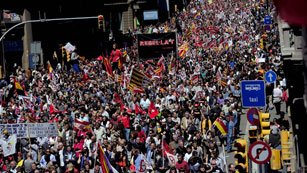 Ver vídeo  'El resto de ciudades españolas se movilizan en el día del trabajador contra los recortes'