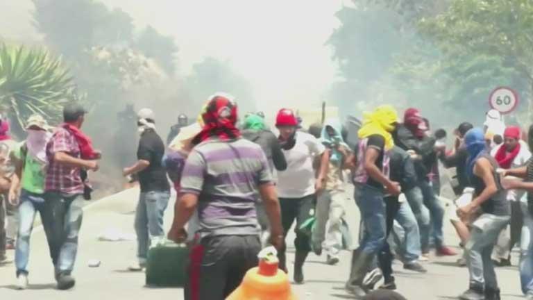 Miles de campesinos colombianos siguen en pie de guerra contra el Gobierno