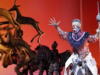 Ver vídeo  'El Rey León salta de la pantalla a los escenarios con un espectacular musical'
