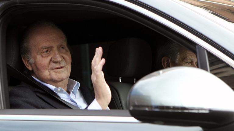 El rey sale de la clínica seis días después de ser operado