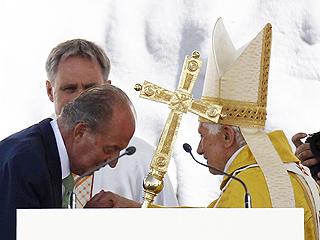 Ver vídeo  'Los reyes asisten a la misa del papa de Cuatro Vientos'
