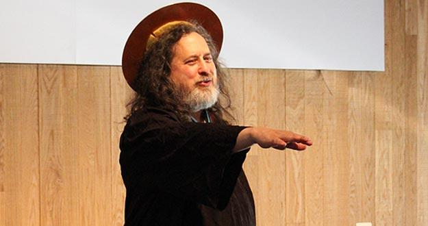 Richard Stallman, ataviado de su personaje Saint IGNUcius.