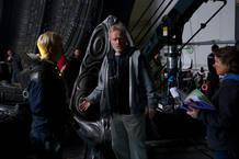 Ridley Scott y Michael Fassbender en un momento del rodaje de 'Prometheus'