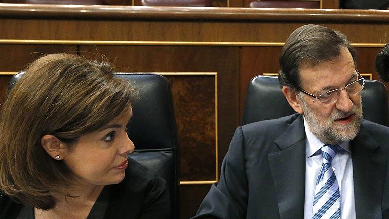 """Rubalcaba pide la dimisión de Rajoy, que le invita a hacer """"el mismo ejercicio de transparencia"""" en el PSOE"""