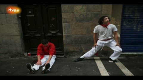 Ver vídeo  'RNE te narra el quinto encierro de San Fermín 2012 en imágenes'