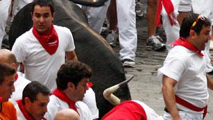 Ver vídeo  'RNE te narra el tercer encierro de San Fermín 2012 en imágenes'