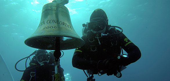 Roban la campana de Costa Concordia