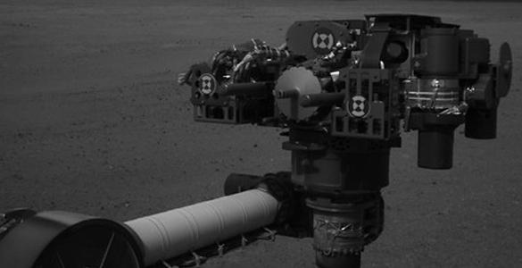 Imagen de alta resolución de la torreta de herramientas del rover de la NASA desplegado en Marte