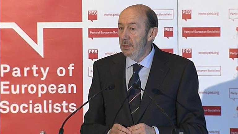 Rubalcaba, en Bruselas, apunta a una actuación del BCE para salir de la crisis