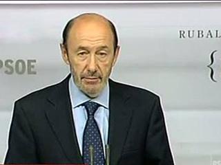 Ver vídeo  'Rubalcaba confirma que había hablado sobre el adelanto electoral con Rodríguez Zapatero'