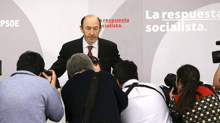Rubalcaba cree &quot;ins&oacute;lito&quot; que un Gobierno baje en su valoraci&oacute;n en la primera encuesta del CIS tras las elecciones