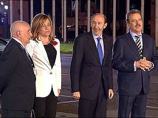 Ver vídeo  'Rubalcaba llega al Palacio de Congresos para debatir con Rajoy'