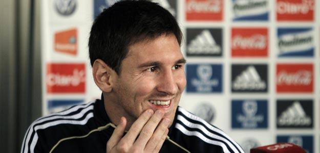 El jugador argentino Lionel Messi dialoga con la prensa