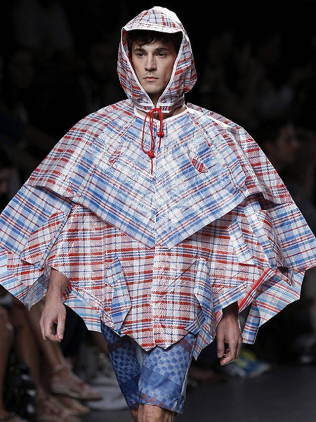 Ruiz Galán crea estilo para el hombre confeccionando prendas con ropa donada y demuestra que la moda no tiene límites.