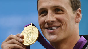 Ver v&iacute;deo  'Ryan Lochte gana el oro en 400m estilos y sepulta a Michael Phelps'