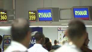 Ver vídeo  'Ryanair acusa a Fomento de hacer circular informes falsos sobre sus incidentes'