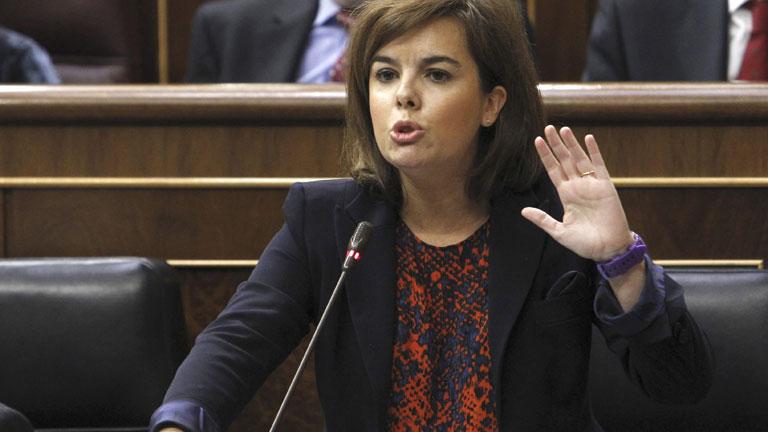 Sáenz de Santamaría alude a la crisis interna del PSOE en respuesta a las críticas socialistas a la política económica