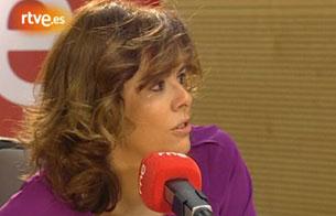 Ver v?deo  'Sáenz de Santamaría llora emocionada la muerte de Delibes'