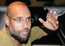 Saif al-Islam, hijo de Gadafi, habla con los periodistas la madrugada de este martes 23 de agosto de 2011