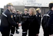 La ministra de Defensa, Carme Chacón, el pasado mes de enero, despidiendo a los militares que iban a Haití