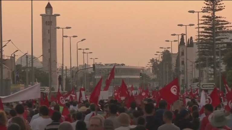 La situación de Egipto hace reaccionar a la clase política de Túnez